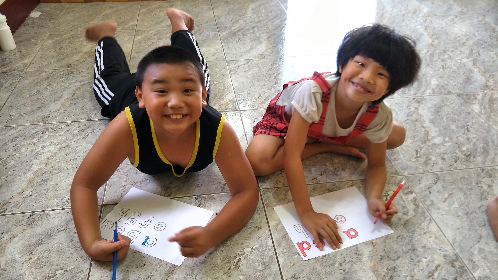 家庭探訪時與孩子玩英文遊戲