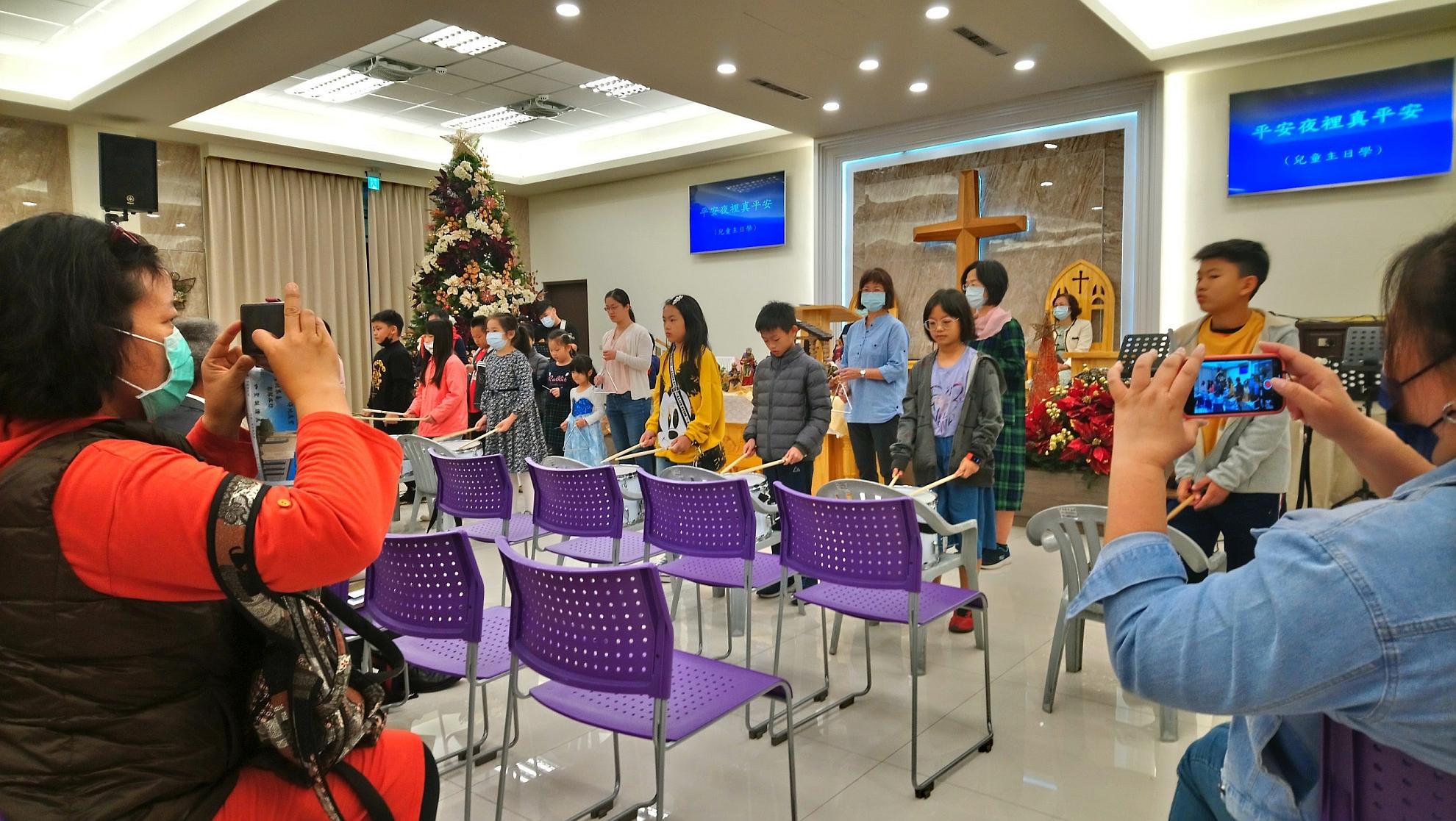 主日學學生聖誕表演