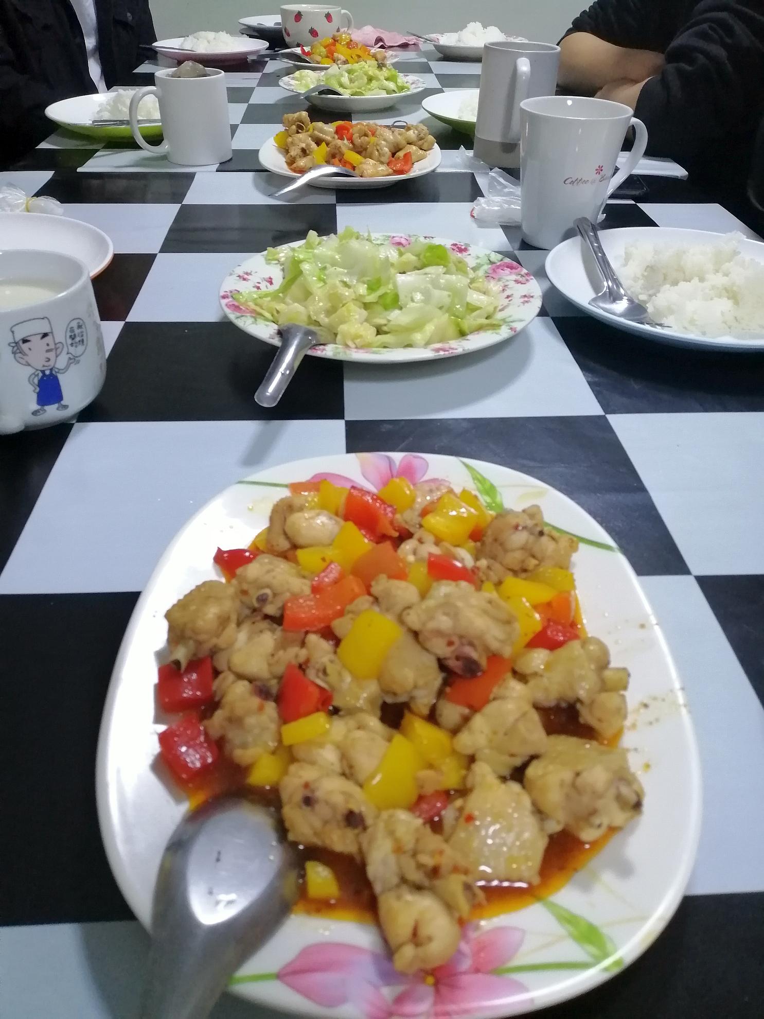 因為大學生宿舍同工離職 潔萍又要重出江湖--煮兩道小菜