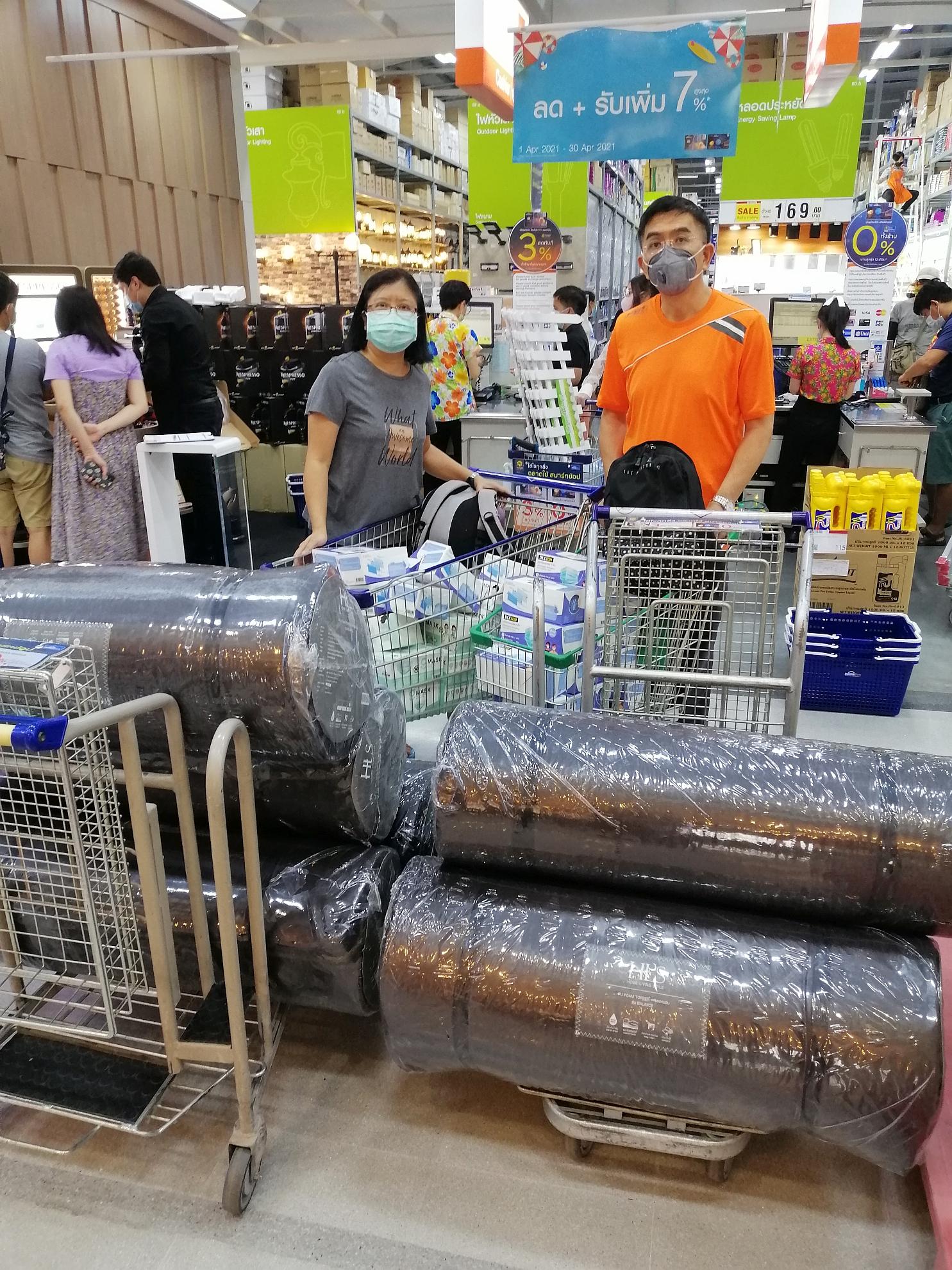 新天慈善基金會響應衛生部呼籲,購買物品送往方艙醫院,我們也幫忙一份。