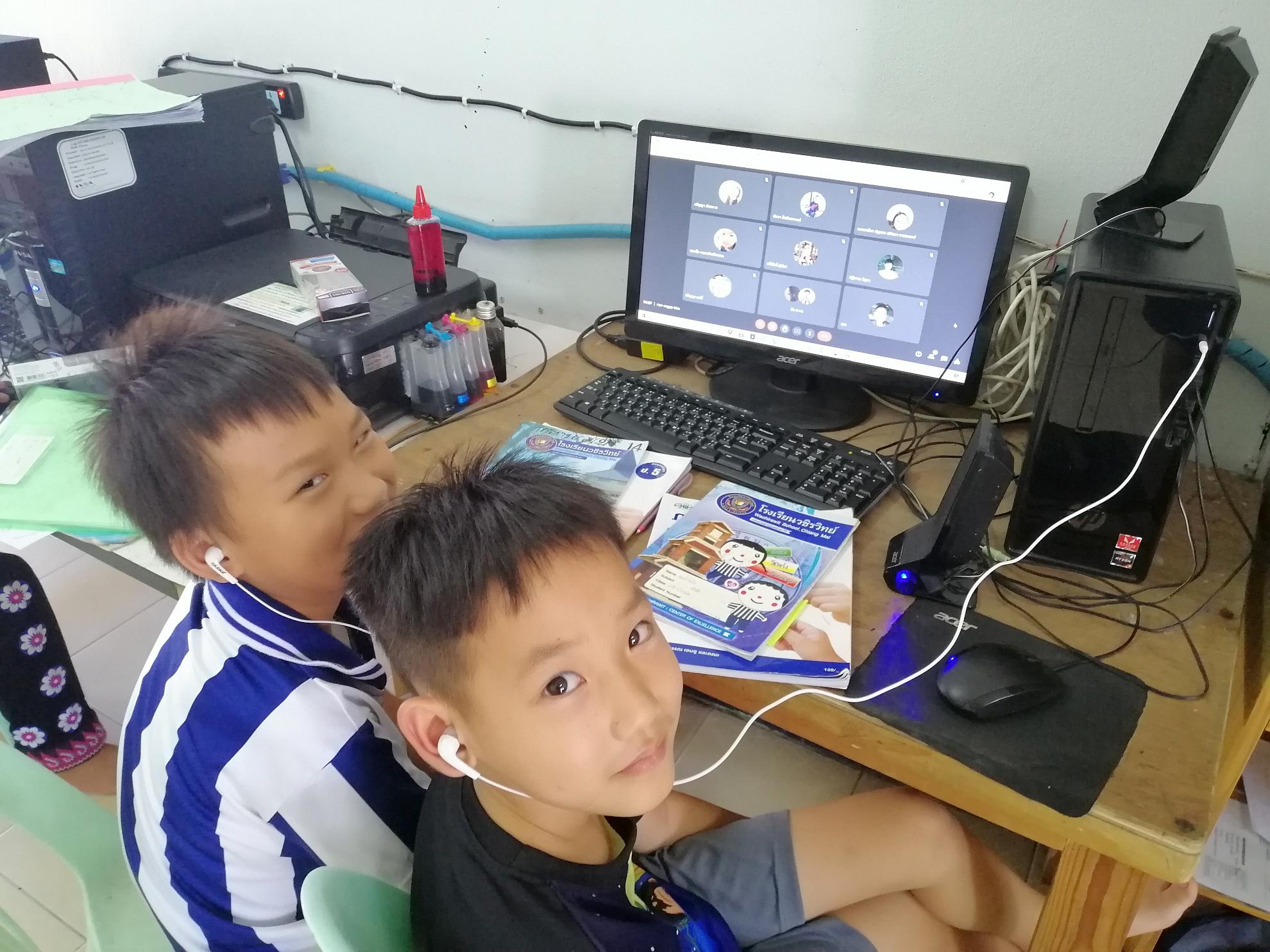 小孩子一起上網課