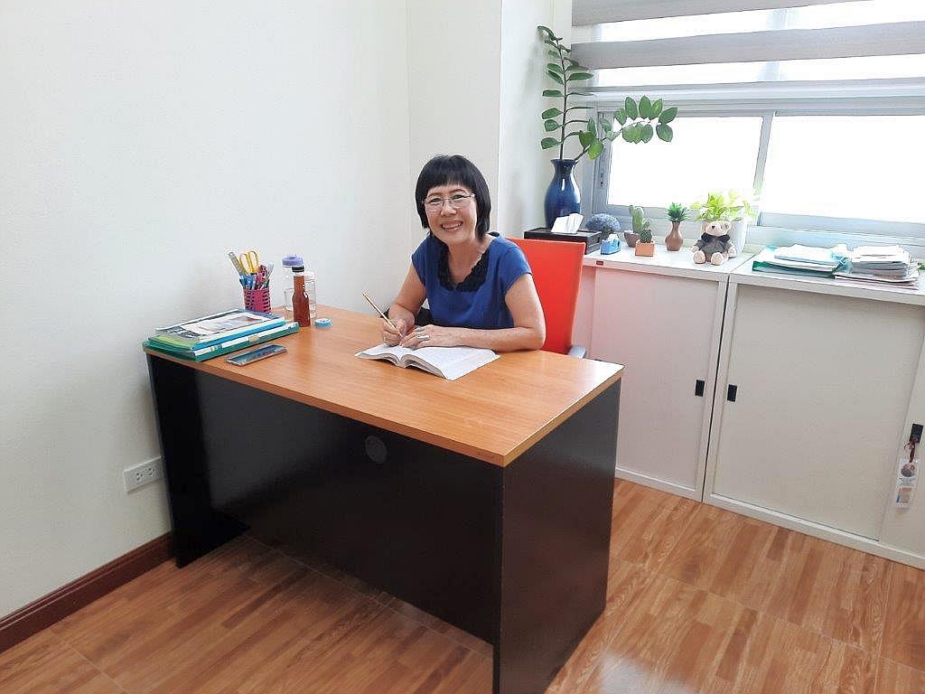 黎秀珠老師率先使用新辦公室
