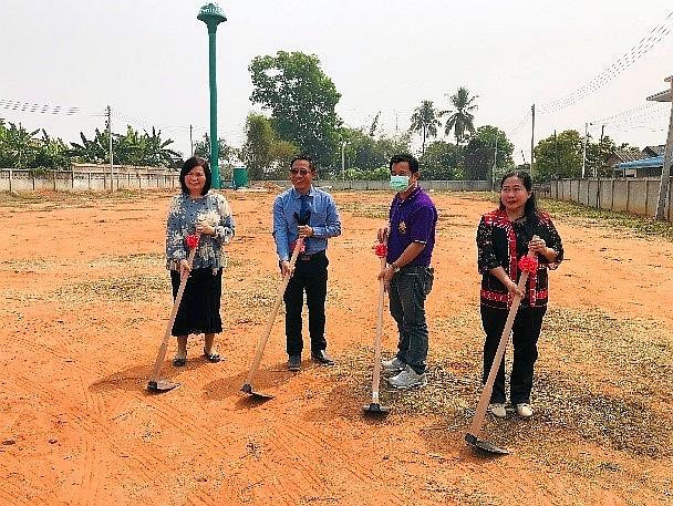 工場主任、聯會主席、學生中心主任、朗友村村長負責動土儀式