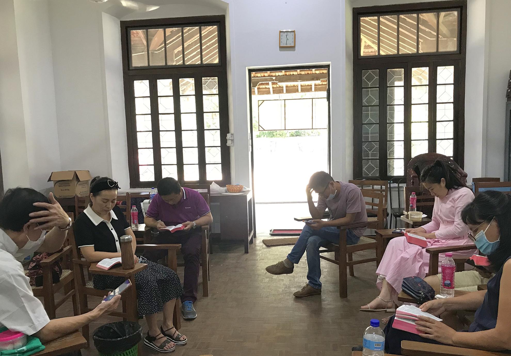 華人教會查經班復課